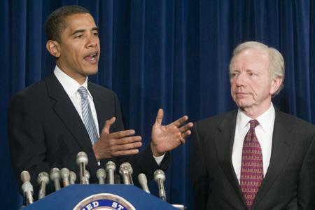 obama_lieberman_have_private_chat